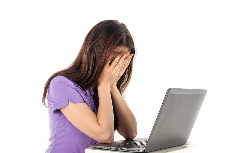 dekle, računalnik, zvezek, belo ozadje, čustva, ljudje, delo