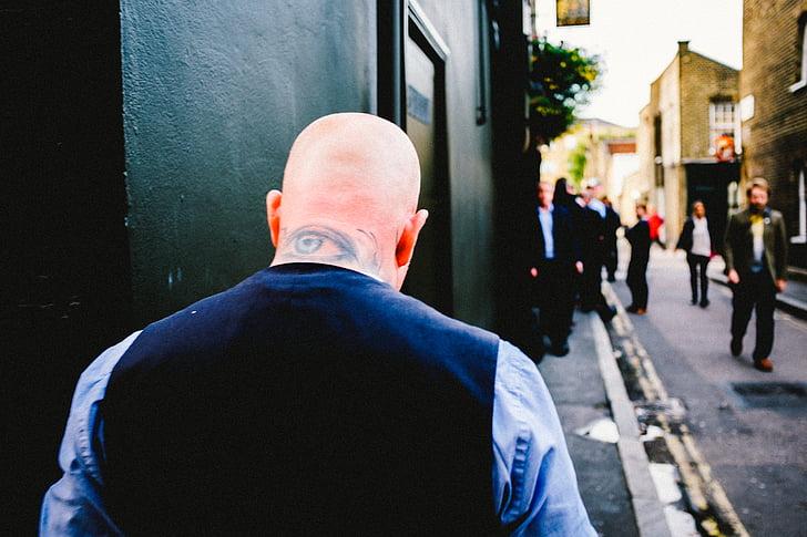home, ull, clatell, tatuatge, caminant, paviment, ciutat