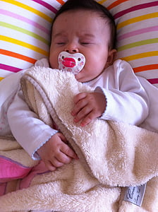 dormint, nadó, nadó, noia, nen