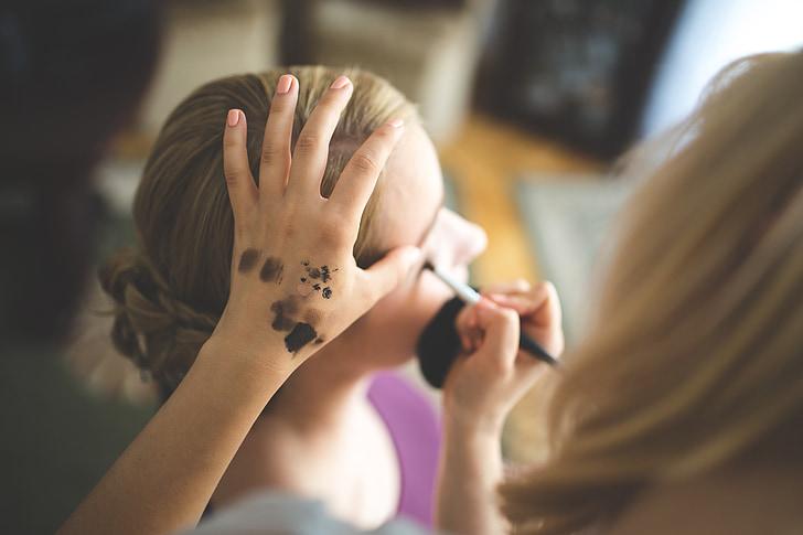 compongono, make-up, artista, l'applicazione di, donna, ragazza, mano