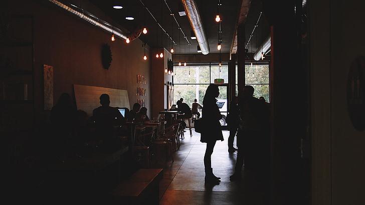 kaviareň, ľudia, Pracovná, tabuľky, stoličky, notebooky