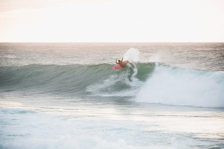 Person, Rosa, Surfbrett, Ozean, Welle, tagsüber, Meer