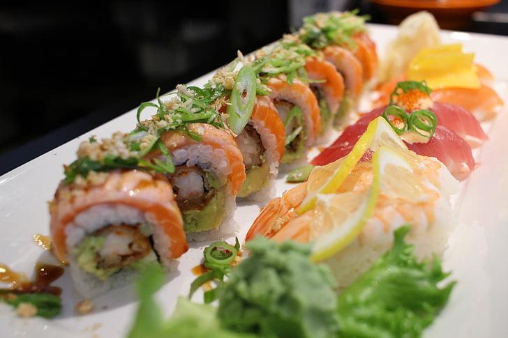 Sushi, Rollen, Japanisches Essen, Restaurant, Essen, Das Essen im Restaurant, Kochen