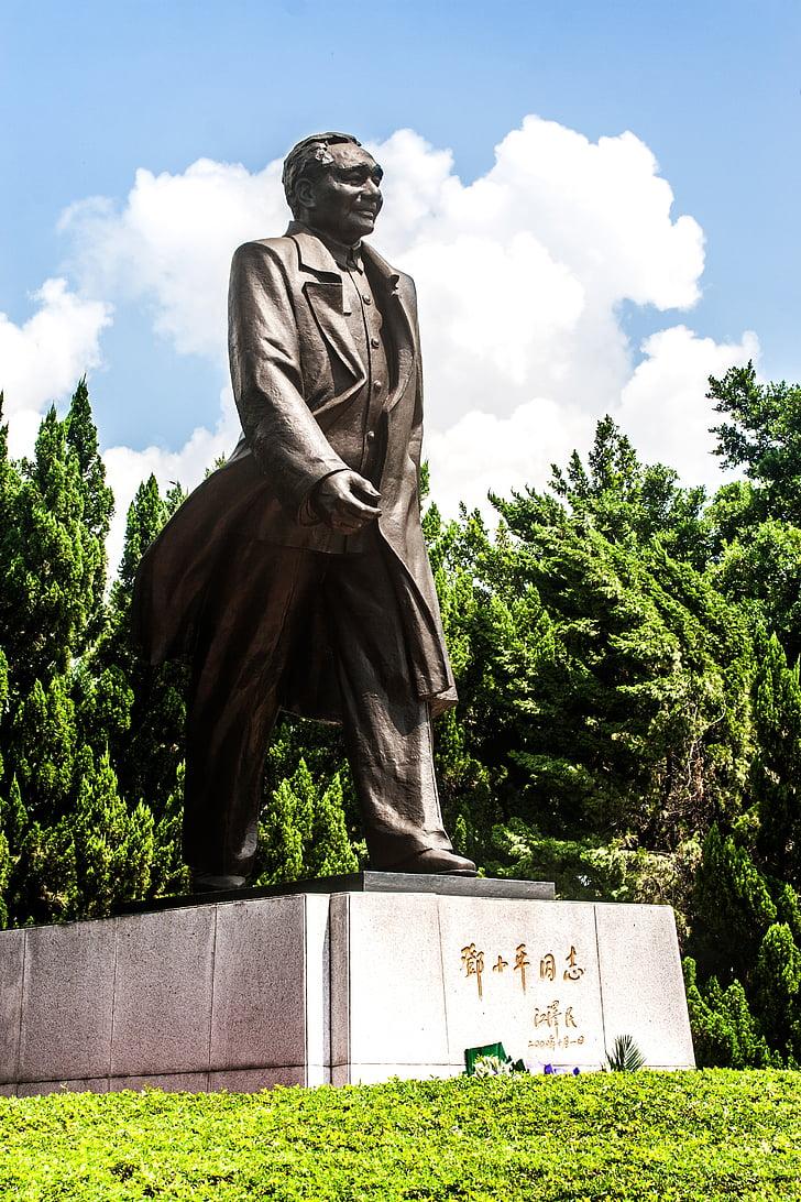 Deng xiaoping, skulptuur, sinine taevas ja valged pilved, Statue
