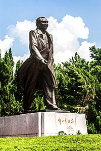 Deng xiaoping, skulptur, blå himmel och vita moln, staty
