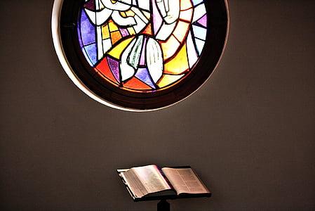 kiriku aken, kirik, Piibel, palve, mõtisklev, vitraaži, aknaga