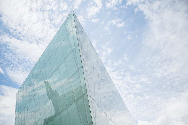 debesys, Architektūra, dangoraižis