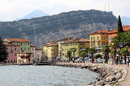 Olaszország, Garda, Torbole, hegyek, csónakok, Bank, sétány