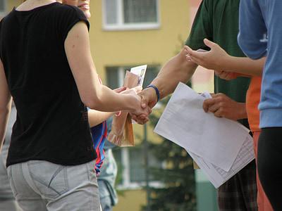 encaixades de mans, Felicitacions, mans, sacsejada, felicitar, persones, a l'exterior