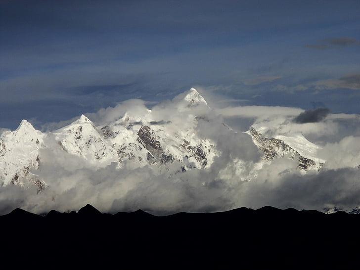 Tibet, Nyingchi, Mont enneigé