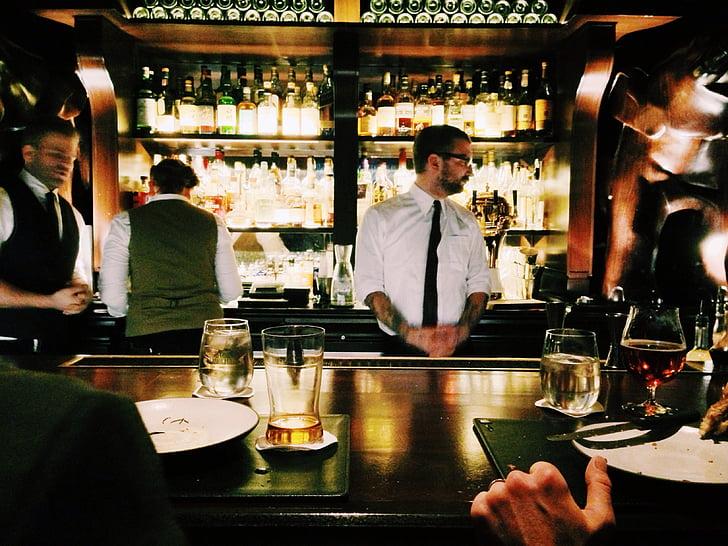 Baar, pubi, joogid, Ööklubi, baarimees, kelnerid, ööelu