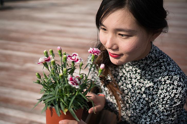 meitenes, sievietes, sievietes, kas valkā ziedu svārki, sievietes, cilvēki, puķe, sievietes