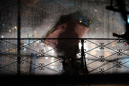 fosc, persones, silueta, fora, pluja, plovent, paraigua