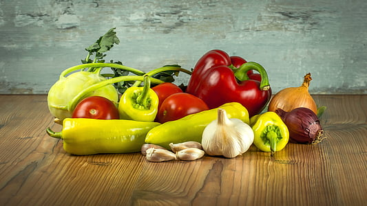 zelenina, paradajky, korenie, paprika, cesnak, cibuľa, kaleráb