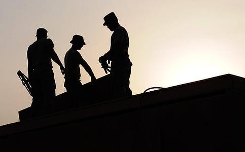 treballadors, construcció, lloc, cascos, siluetes, edifici, eines
