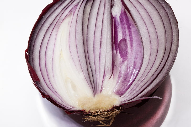 onion, allium cepa, red onion, sliced, half, half an onion, sulfide containing