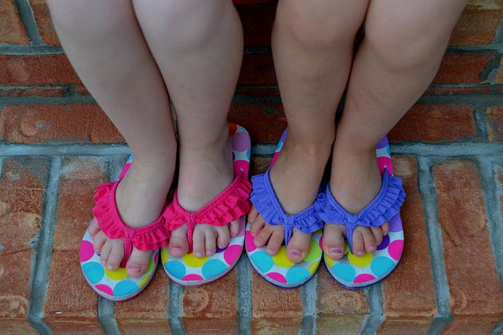 nens, peus nens, nenes, peus de noies, sabates, xancletes, sandàlies