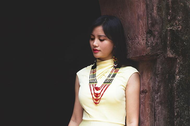 tribal kleit, etnilise, traditsioon kleit, traditsiooniline kleit, hõimude naised, tribal kaelakee, Mudel