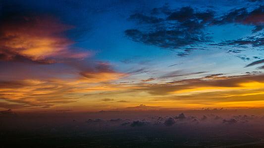 stratosfären, solnedgång, molnen, antenn
