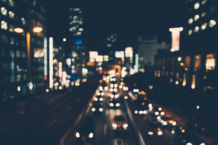 cotxes, passant, l'autopista, interior, ciutat, nit, urbà