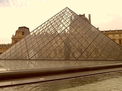 Louvre, Pariis, püramiid, Prantsusmaa, muuseum, klaasist püramiid, õhtul