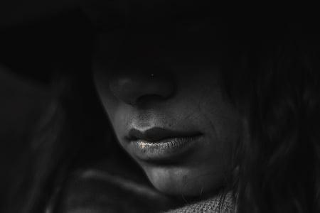 en blanc i negre, fosc, foscor, ocults, llavis, persona