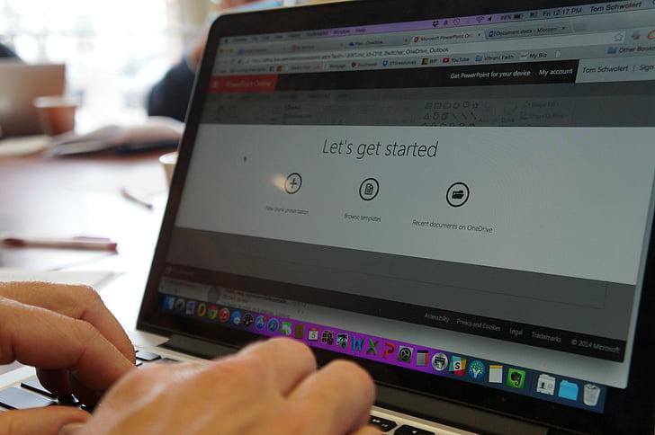 počítač, pri spustení, podnikanie, obchodné rokovania, podnikateľ, kancelária, laptop