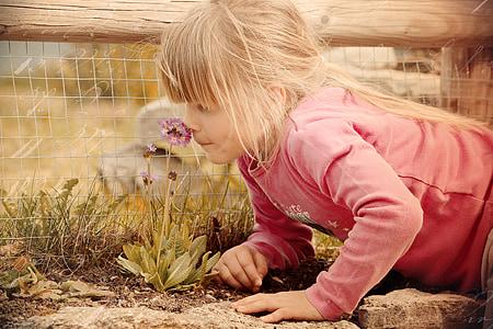 nen, noia, flor, fragància, olor, aspecte retro, fotos antigues i degradades