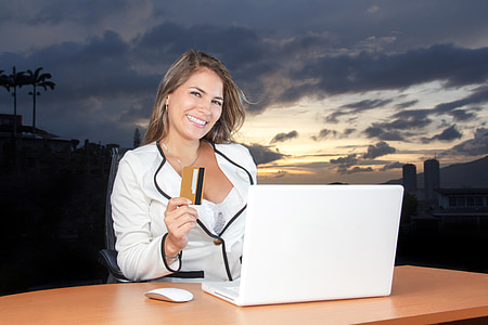 beautiful, bussiness woman, smiling, credit card, sunsetbusiness, attractive, bussinesswoman