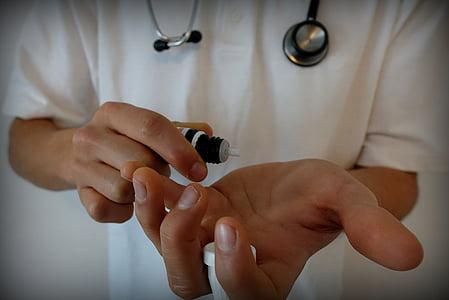 手, 顺势疗法, globuli, 治疗, 珠子, 自然疗法, 剂量