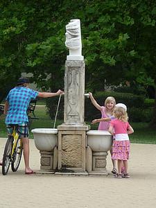 suihkulähde, pyöräilijöiden, lapset, vesi, virvokkeita, Seis, Tyttö