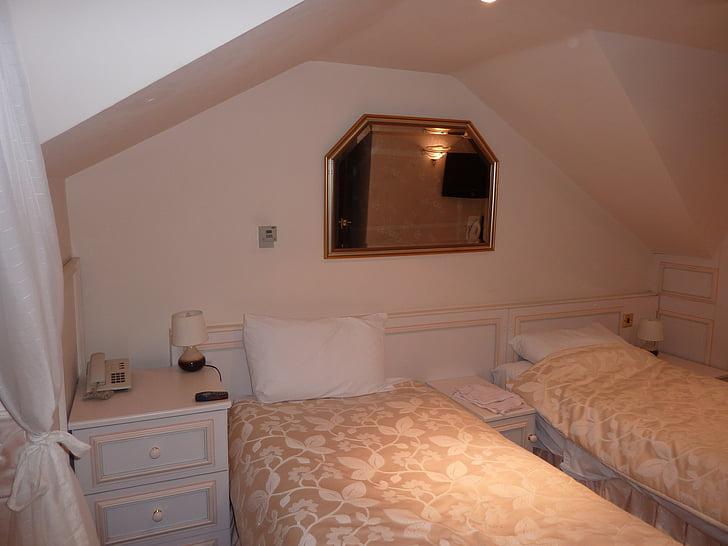 bedroom, beds, hotel, room, mirror
