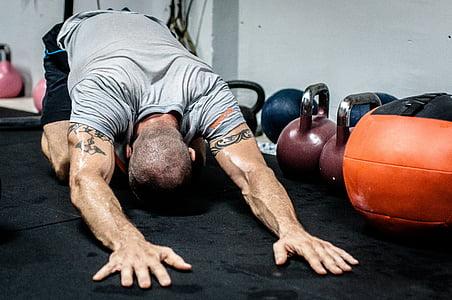 amb Kettlebells, estirament, gimnàs, CrossFit, ajust, exercici, formació