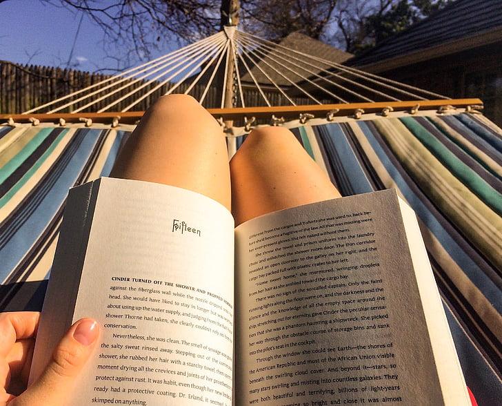 lectura, hamaca, relaxar-se, femella, l'estiu, dona, llibre