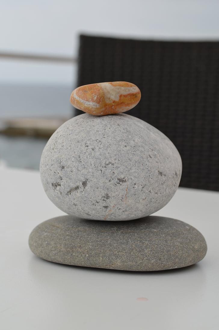 Balance, Pierre, Pyramid