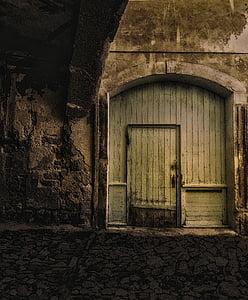 porta de fusta, antiga porta, porta principal, es cobrien, nit, fosc, preocupar-se