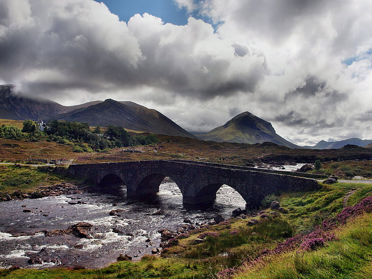 Escòcia, Pont, núvols, mística
