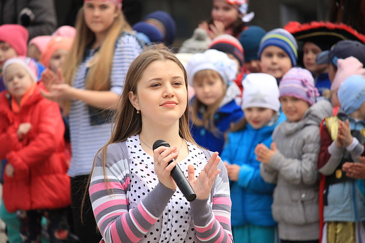 emocijas, Ukraina, meitene, pūlis, lielai cilvēku grupai, jauniem pieaugušajiem, cilvēki