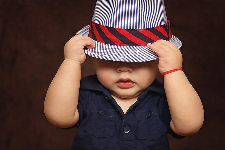 бебе, Момче, шапка, обхванати, очите, възпроизвеждане на, снимки