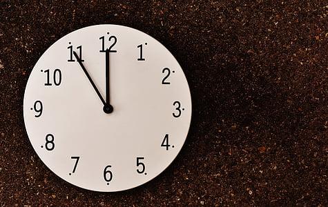 Vienpadsmitā Stunda, katastrofa, modinātājs, pulkstenis, numura sastādīšanas, rādītājs, stundas