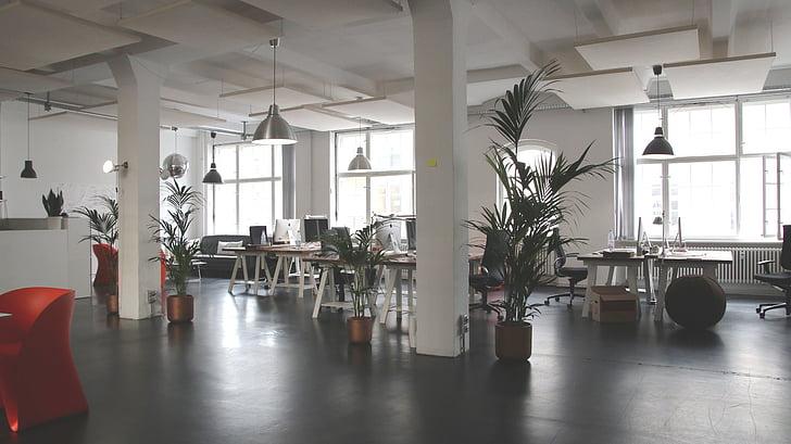 het platform, gebouw, infrastructuur, Indoor, tabellen, stoelen, lamp