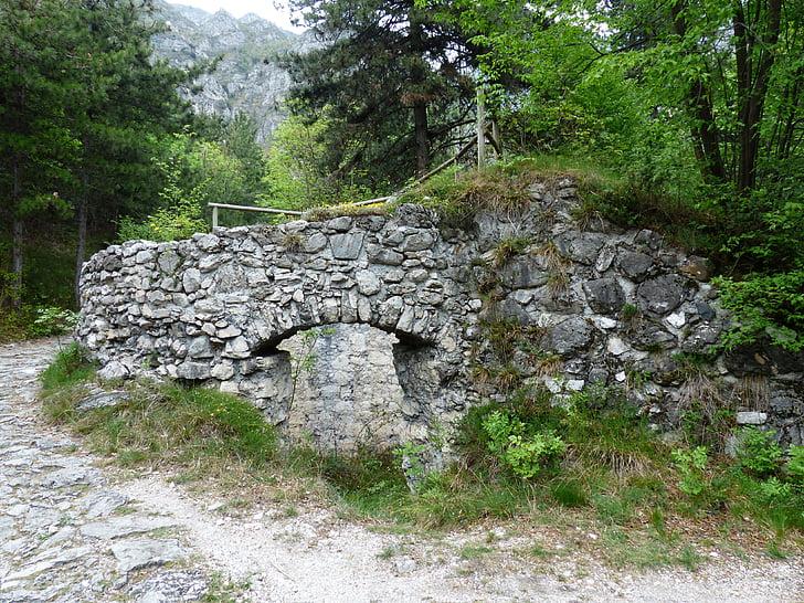 forno da calce, storicamente, rovina, produzione di calce, sentiero, Parco naturale Lago di garda