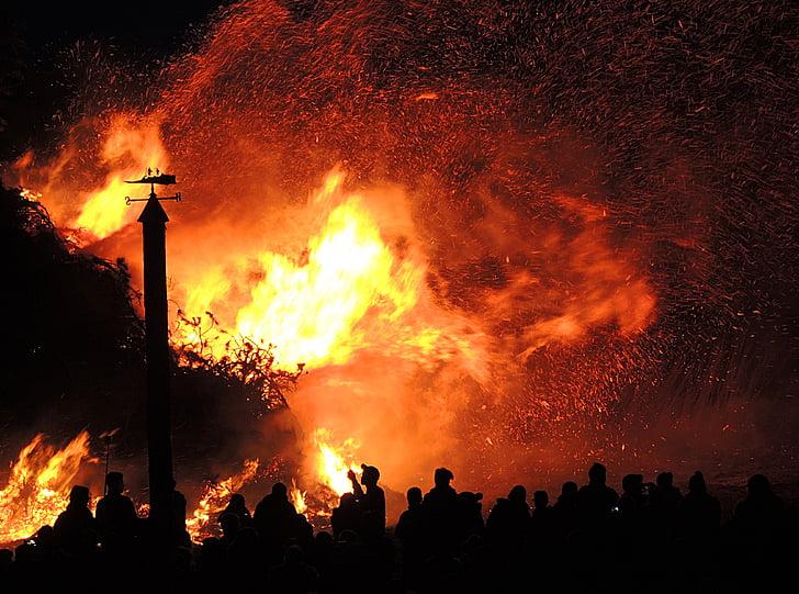 foc de Pasqua, marca, calor, la llum del foc, costums, tradició, llar de foc foc