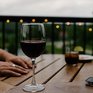 foto, astumisega, veini, klaas, käsi, käed, vedelik