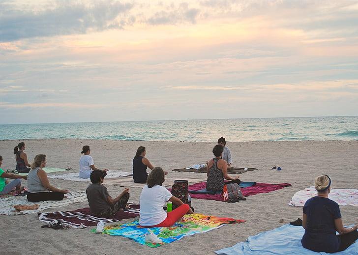 joga, pludmale, saulriets, praktiskās nodarbības, miera, daba, uzdevums