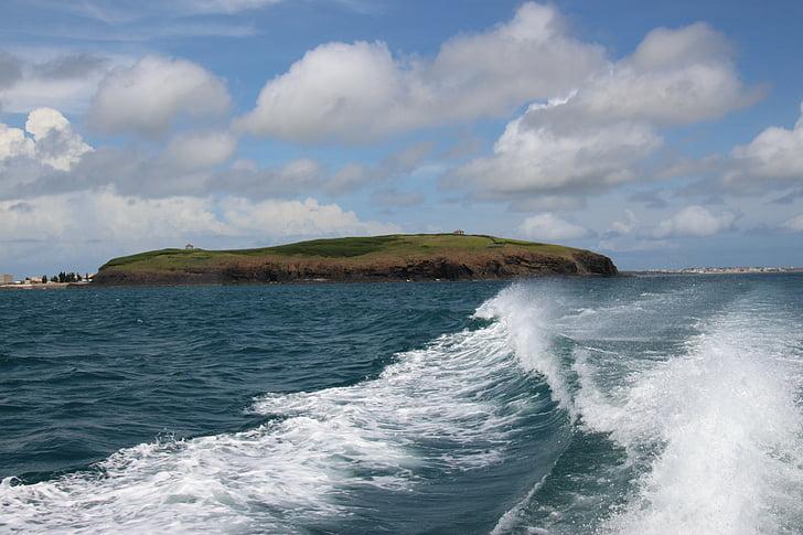 les ones, illa, illa deshabitada