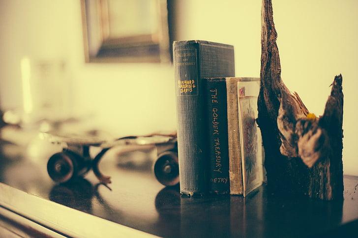 grāmatu plaukts, grāmatas, lasījums, interjera dekorēšana, interjera dizains, apdare, vecais