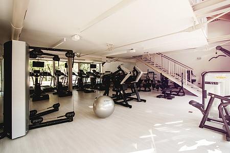 gimnàs, formació, esports, gimnàs, màquines, gris, coberta