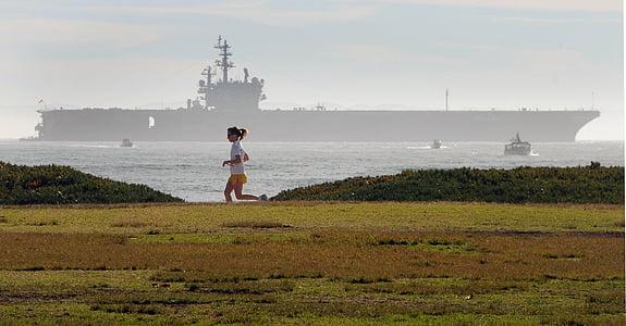 jogger femenina, portaavions, al costat del mar, oceà, fúting, gimnàs, exercici