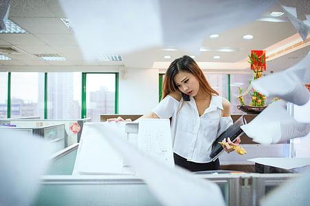 aizņemts, biroja, ol, atbildēšanai uz tālruņa zvaniem, fotokopiju, sievietes, uzņēmējdarbības